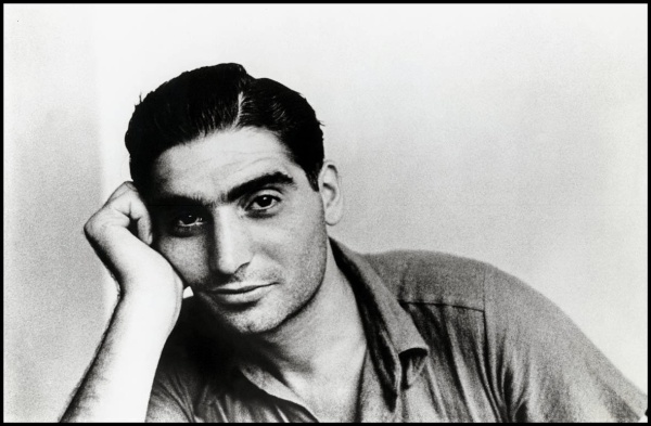 Paris. A portrait of Robert Capa taken in the autumn of 1935. Contact email: New York : photography@magnumphotos.com Paris : magnum@magnumphotos.fr London : magnum@magnumphotos.co.uk Tokyo : tokyo@magnumphotos.co.jp Contact phones: New York : +1 212 929 6000 Paris: + 33 1 53 42 50 00 London: + 44 20 7490 1771 Tokyo: + 81 3 3219 0771 Image URL: http://www.magnumphotos.com/Archive/C.aspx?VP3=ViewBox_VPage&IID=2S5RYDS7F8&CT=Image&IT=ZoomImage01_VForm